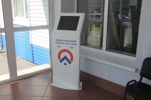 Вместо того чтобы с помощью электронного экрана ввести свои показания, некоторые жители проталкивали записочки в технологические щели электронного устройства.