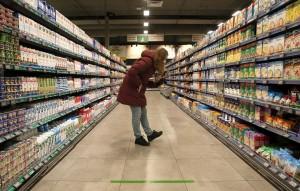 Компания установит нулевую торговую наценку на макароны, хлеб, тушенку, черный чай, картофель, зерновые хлопья и молоко.