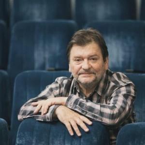 """Коллектив театра желает ему """"новых творческих идей, гениального их воплощения и творческого долголетия"""""""
