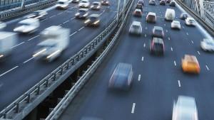 Также аналитики сервиса изучили базу объявлений и выяснили, автомобили каких цветов чаще всего встречаются в продаже в разных регионах страны.