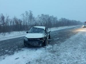 Его 24-летний пассажир доставлен в больницу с тяжёлыми травмами.