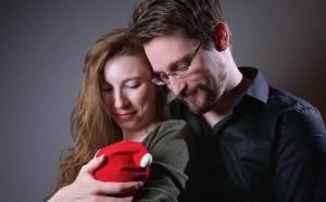 В сентябре этого года Сноудену дали бессрочный вид на жительство в России.
