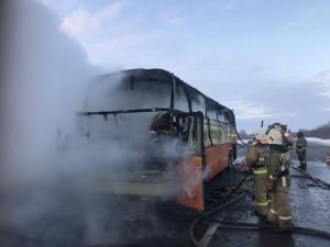На трассе в Сызрани загорелся автобус с мандаринами и кроликом