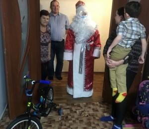 «Елка желаний» побудила сменить деловой костюм на костюм Деда Мороза.