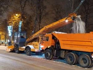Рекордное в этом сезоне количество снега – 9,6 тысяч тонн – вывезено с самарских улиц прошедшей ночью