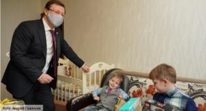 Дмитрий Азаров  поздравил самарскую семью с Новым годом