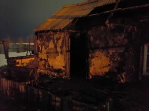 По предварительным данным, пожар произошёл в результате замыкания электропроводки