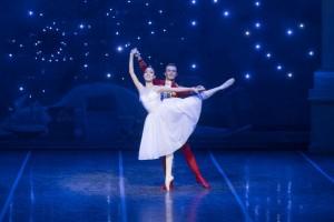 Сложно представить более новогоднее театральное представление, чем прекрасный балет на музыку Петра Чайковского.