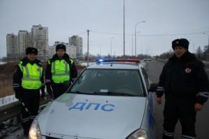Благодаря слаженным и оперативным действиям инспекторов дорожно-патрульной службы, женщину доставили в больницу за считанные минуты.