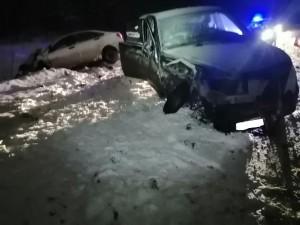 Во время снегопада в Волжском районе столкнулись ЛАДА и иномарка