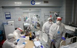 По сравнению с концом декабря в Москве количество новых выявленных случаев заражения коронавирусом снизилось более чем в два раза, а в Петербурге осталось на прежнем уровне.