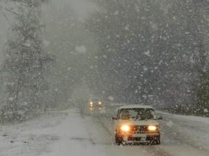 При снеге ухудшение видимости до 500 – 1000 метров, на дорогах снежные заносы.