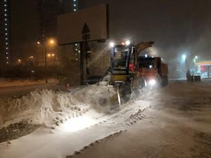 В ночь с 9 на 10 января на расчистке региональных дорог было задействовано 456 единиц спецтехники, в том числе в городском округе Самара – 178 единицы.