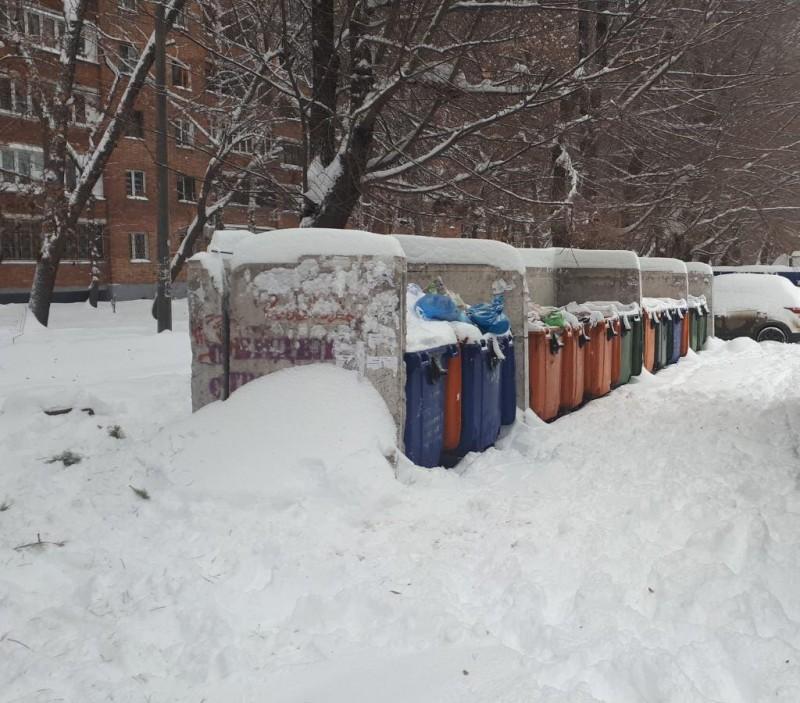 В Самарской области из-за снежных завалов спецтехника не может вывезти мусор