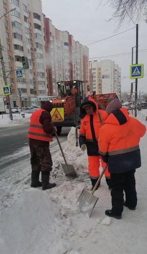 За сутки вывезено более 12,6 тысячи тонн снега.