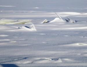 Выход на ледовую майну в районе строительства мостового перехода через р. Волга опасен для жизни!