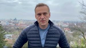 Сейчас оппозиционер находится вГермании. Ранее он заявил, что планирует вернуться в Россию авиарейсом в ближайшее воскресенье, 17 января.