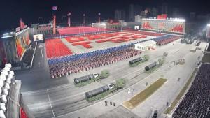 Власти Северной Кореи вновь продемонстрировали на военном параде баллистическую ракету для подводных лодок