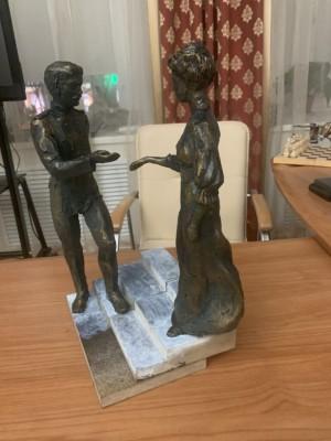 Авторы композиции – известные самарские скульпторыНиколай КуклевиКристина Цибер.