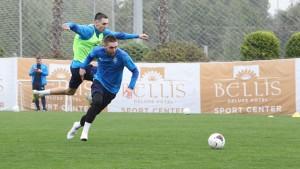 Дмитрий Азаров отметил, что клуб ищет спонсоров.