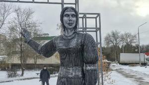 Памятник Аленке открыли в Нововоронеже 18 декабря к 250-летию села Новая Аленовка.