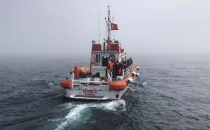 Турецкая сторона начала операцию по спасению экипажа затонувшего судна.