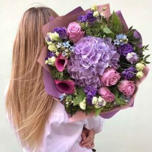 Цветы — это всегда удачный подарок, их можно подарить как одни, так и в качестве дополнению к основному подарку.