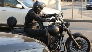 В ГИБДД также согласились пересмотреть требования к дорожным ограждениям в целях снижения вероятности получения мотоциклистом серьезных травм при падении.