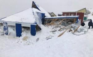 По словам сына погибшего Шамиля Маршанкулова, во время ЧП его отец находился у дверей одного из засыпанных снегом вагончиков.