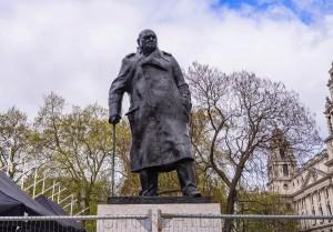Решения о демонтаже статуй необходимо тщательно взвешивать.