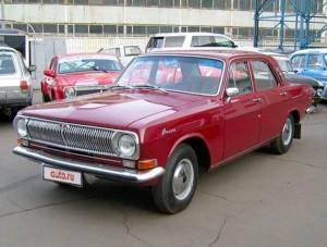 """Автомобиль 1973 года выпуска был восстановлен до состояния нового инженерами""""Горьковского автомобильного завода""""."""