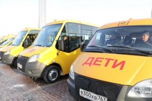 Дмитрий Азаров передал работникам образовательных учреждений Самарского региона ключи от 20 новых школьных автобусов