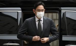 Ли отстранят от принятия важных решений в Samsung и от процесса наследования компании у отца, который умер в октябре 2020 года.