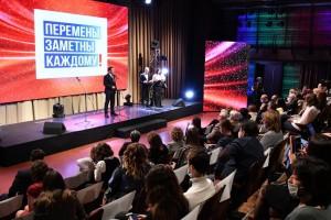 Приступая к торжественной церемонии награждения победителей, Дмитрий Азаровпоздравил всех с профессиональным праздником.