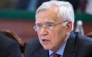 С 1950-х годов он начал карьеру в органах ВЛКСМ— молодежной организации Коммунистической партии СССР.