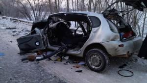В Самарской области спасатели доставали водителя из машины после ДТП