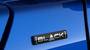 Новая версия отличается черными корпусами зеркал, полностью черными колесными дисками, темной обивкой потолка и сидений.