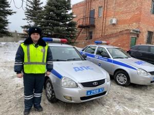 В Самарском регионе полицейский помог автолюбительнице.