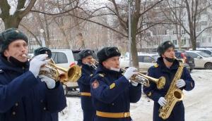 В Тольятти военные ЦВО провели мини-концерт   у дома участницы обороны Ленинграда