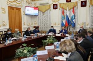 В ходе заседания члены комиссии рассмотрели дела задержанных на незаконных митингах несовершеннолетних участников.