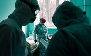 На фоне пандемии COVID-19 численность населения России по итогам 2020 года сократилась на более чем 500 тыс. человек, следует из предварительной оценки Росстата.