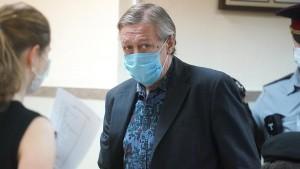 Петр Хархорин уточнил, что актер находится на хорошем счету у руководства.