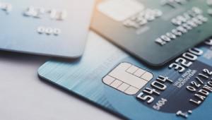 В современном мире многие пользуются банковскими картами. Речь идет о платежном инструменте, с помощью которого можно удобно оплачивать покупки, причем и в онлайн, и в офлайн магазинах.