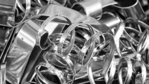 Один из самых распространенных металлов на нашей планете - алюминий. По некоторым данным, этот химический элемент занимает третью строчку по распространенности, уступая по количеству лишь кислороду и кремнию.