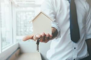 Схема проста: партнёр Сбербанка — агентство недвижимости или риелтор — передаёт параметры сделки в банк по защищённым электронным каналам связи.