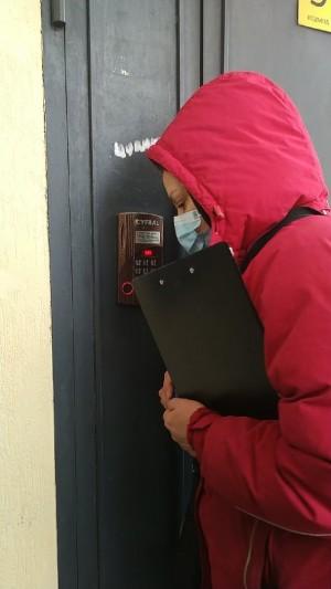 Граждане с подтвержденным COVID-19, которые проходят лечение дома, не должны покидать свои квартиры.