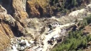 Многие дома, расположенные вблизи реки, оказались разрушены.