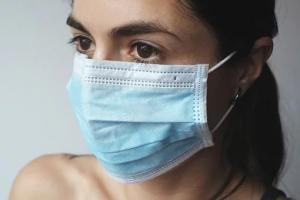 Эксперт рассказала о правильной дезинфекции защитных масок