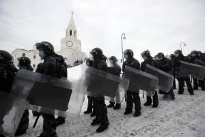 Неповиновение будет грозить нарушителям штрафом в размере 2–4 тыс. рублей (сейчас от 500 рублей до 1 тыс. рублей) или же административным арестом на срок до 15 суток.