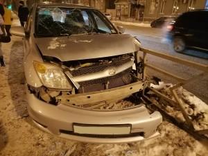В Самаре автомобилистка сбила молодого человека, выходившего из трамвая